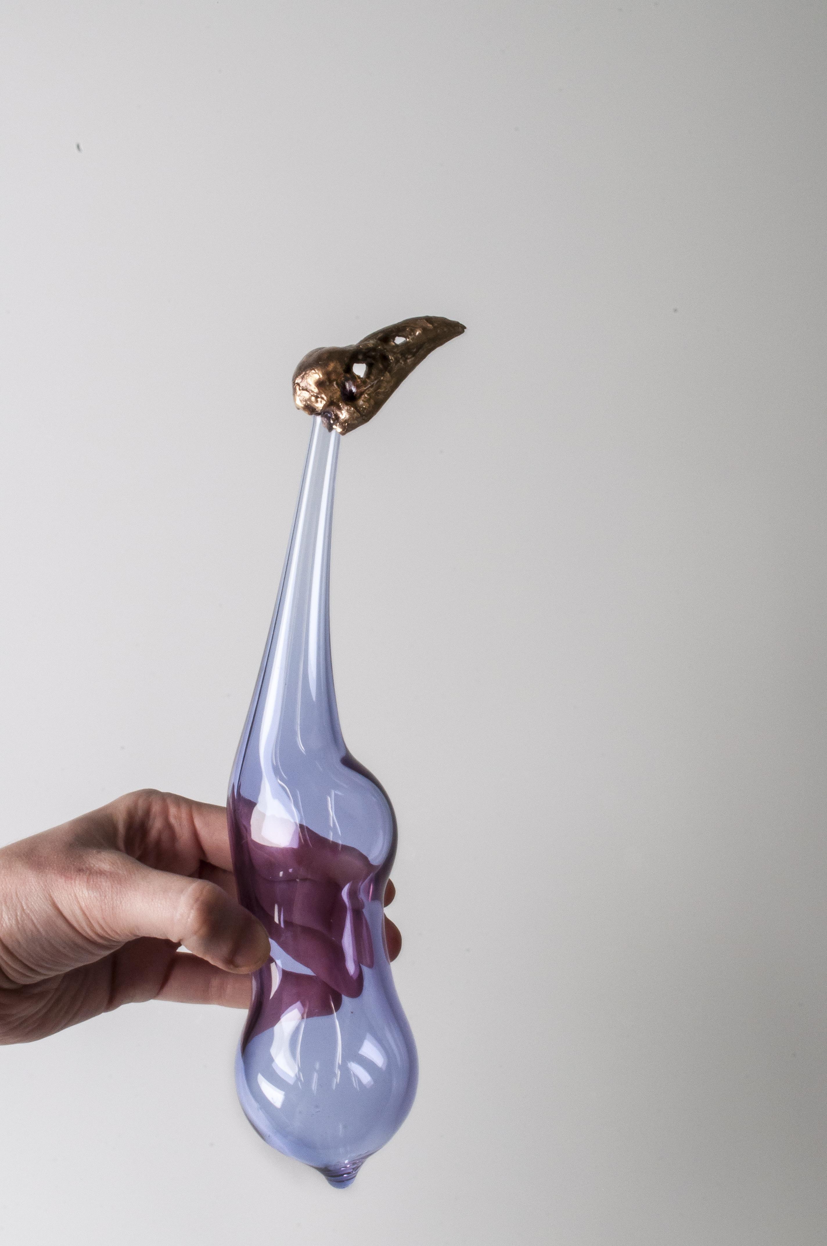 Madeli Viljoen - Muliebris leucomelas - Object (borosilicate glass, bronze, 2020, 22cmx7cm)